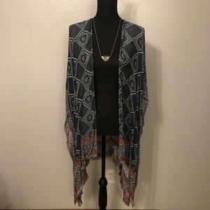UO Reversible Kimono **FREE NECKLACE INCLUDED**